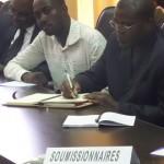 Des représentants des sociétés soumissionnaires à la séance d'ouverture des offres