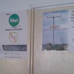 A droite, sur l'image, une affiche de l'ARSE apposée dans les locaux de l'agence CEET-Akossombo à Lomé