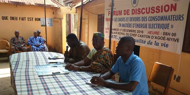 Marc D. KOUAKANI-ASSI, à gauche du Chef du Canton d'Agoè, Togbui Sedjro IV